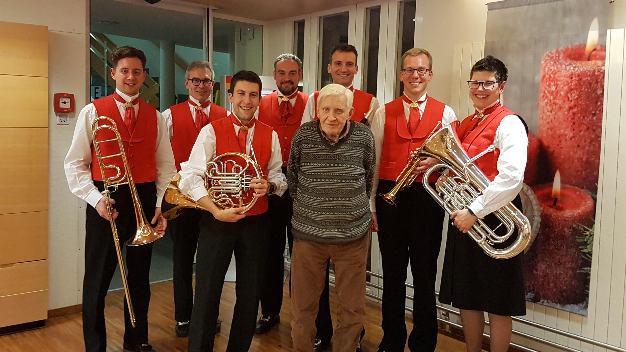 Bild: Fahnengötti Hans Fässler feiert seinen 90. Geburtstag
